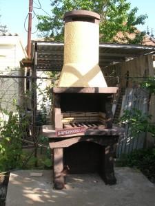 Дешевая небольшая стационарная печь-барбекю (шашлычница)