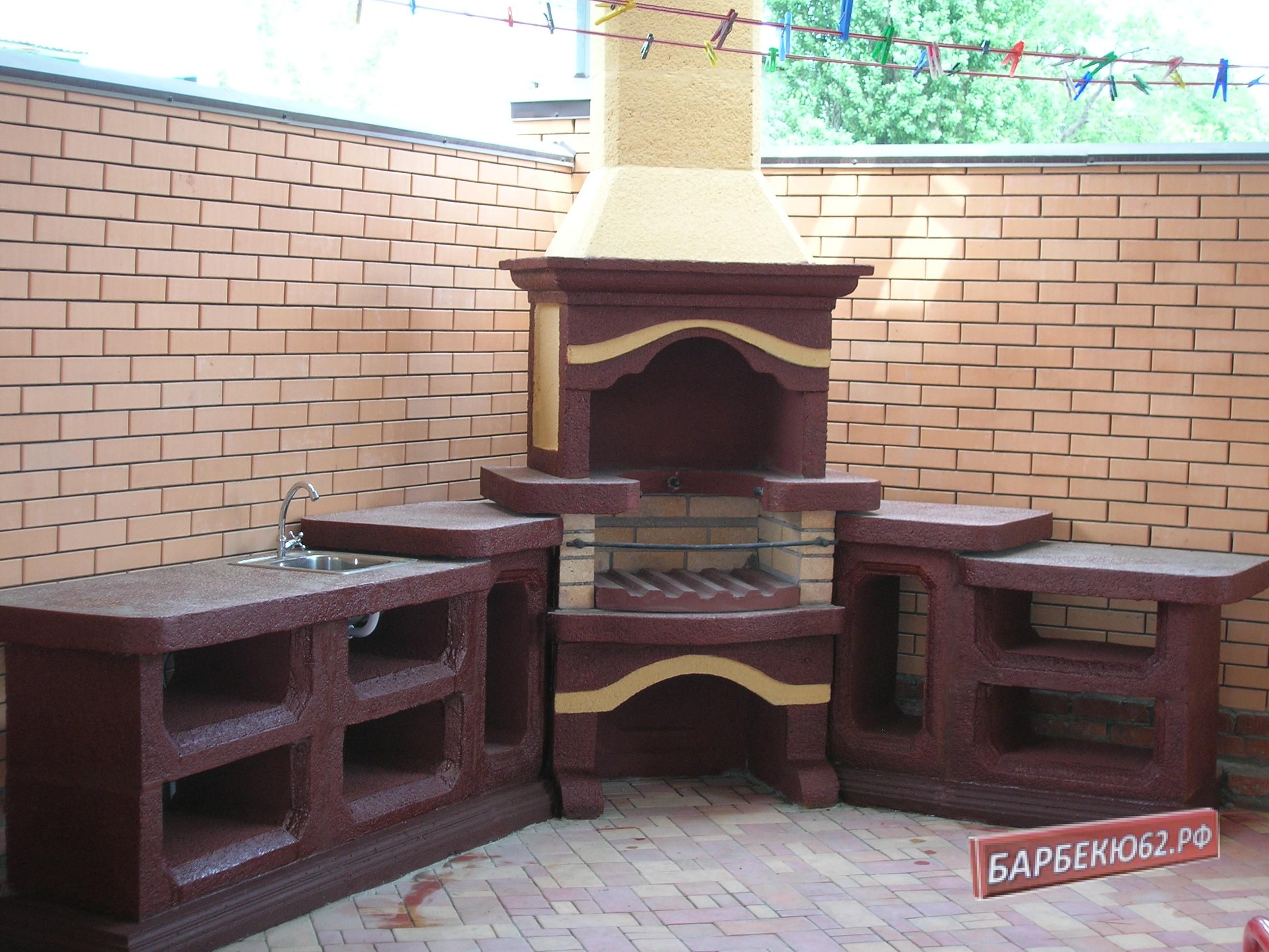 Угловой каминный комплекс с мойкой и двумя столами